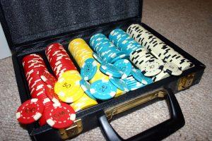 Set_of_Poker_Chips_in_Case